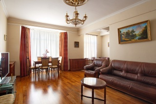 снять просторную 3-комнатную квартиру в элитном доме с паркингом С-Петербург