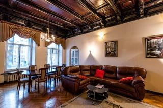аренда 5-комнатной квартиры с камином в центре С-Петербург