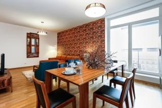 аренда 4-комнатной квартиры с балконом в элитном доме С-Петербург