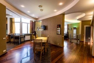 стильная авторская 5-комнатная квартира в аренду в Петродворце С-Петербург