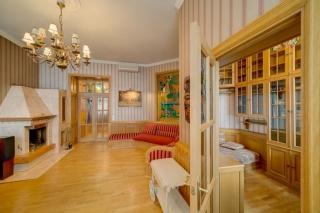 классическая 3-комнатная квартира в аренду в историческом центре С-Петербург