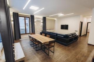 стильная 3-комнатная квартира в аренду в элитном доме Санкт-Петербурга