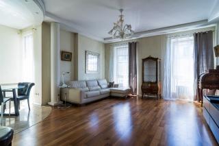 современная 2-комнатная квартира в аренду в элитном доме С-Петербург