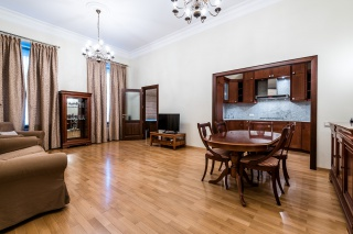 классическая 3-комнатная квартира в аренду в центре Санкт-Петербург
