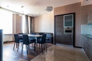 """стильная 4-комнатная квартира в аренду в элитном ЖК """"Парадный Квартал"""" С-Петербург"""