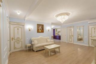 классическая 4-комнатная квартира в аренду в центре С-Петербурга