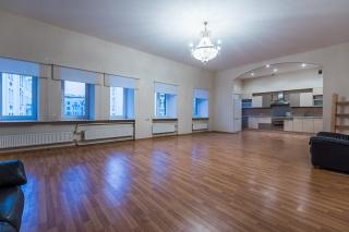 стильная 5-комнатная квартира в аренду в Центральном районе С-Петербурга