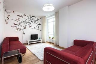 светлая стильная 3-комнатная квартира в аренду в элитном доме С-Петербург