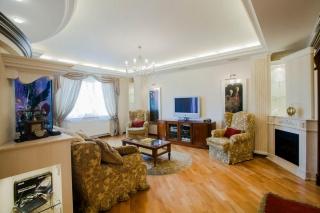 стильная 3-комнатная квартира в аренду в новом доме С-Петербург