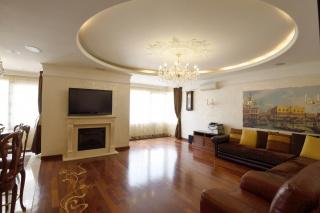 арендовать 4-комнатную квартиру с паркингом С-Петербург