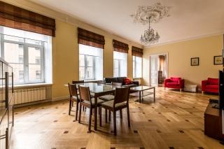 снять стильную 4-комнатную квартиру в центре С-Петербург