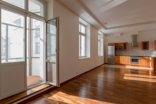 аренда стильной 4-комнатной квартиры с балконом С-Петербург