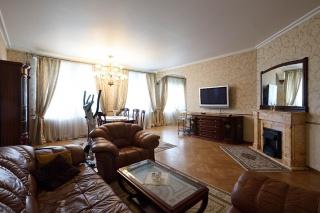 сниму элитную 4-комнатную квартиру в самом центре С-Петербурга