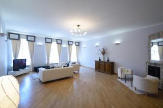 видовая 4-комнатная квартира в аренду около Эрмитажа С-Петербург