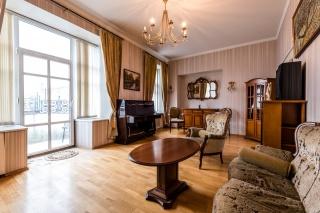 элитная квартира с балконом в аренду в центре С-Петербург