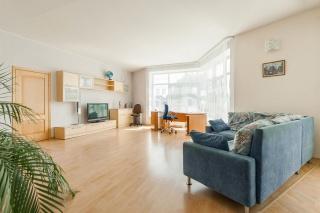 аренда 2-комнатной квартиры в элитном ЖК с гаражом СПБ