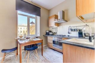 сниму элитную 3-комнатную квартиру на диагональной улице С-Петербург