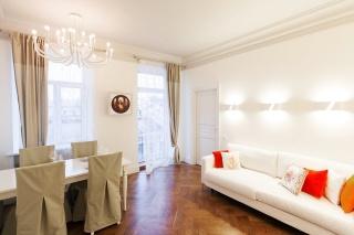 снять элегантную 3-комнатную квартиру с балконом С-Петербург