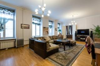 светлая просторная 4-комнатная квартира в аренду в самом центре С-Петербурга