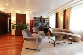 сниму стильную 4-комнатную квартиру в современном доме Санкт-Петербург